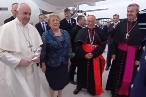 El Papa aterrizó en Chile para iniciar su gira por Sudamérica