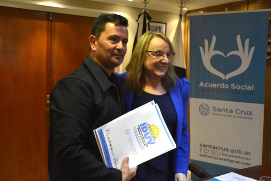 Firmaron convenio destinado a obras de servicios para Perito Moreno
