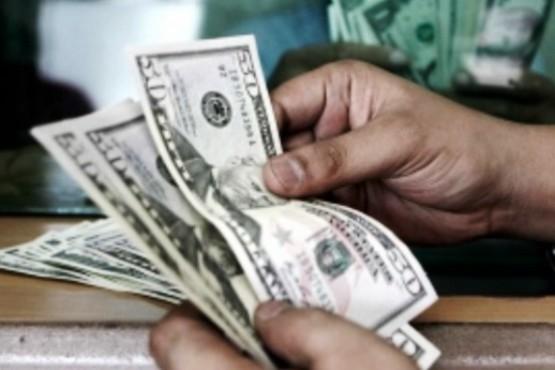 El dólar cerró en $19,29 para la venta al público