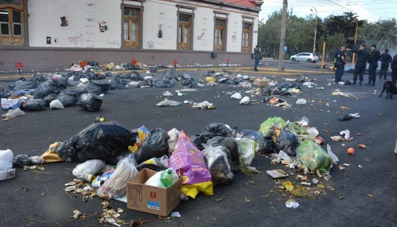 Postal de las inmediaciones del Municipio (C.R)