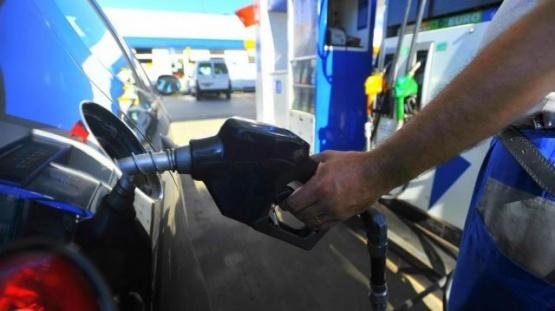 Otro golpe al bolsillo: la nafta tendrá un aumento extra desde marzo
