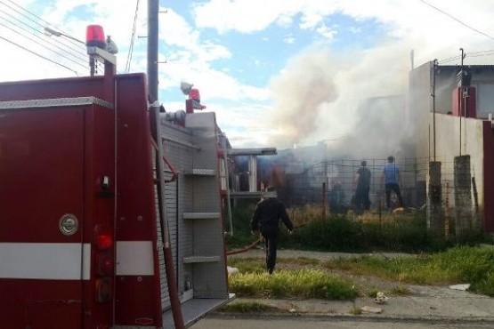 Incendio sobre la calle Entre Ríos causó daños en vivienda