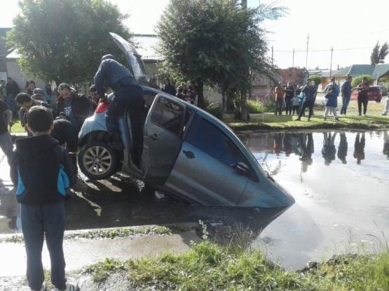 El vehículo tuvo que ser auxiliado. (J.C)