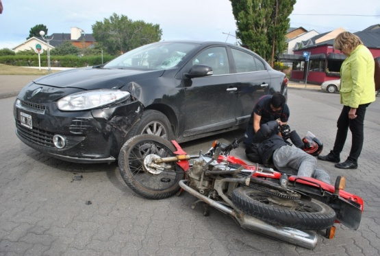 Un motociclista trasladado al hospital tras un fuerte choque