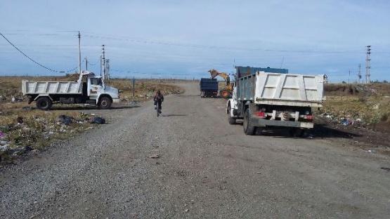 Realizan limpieza de ´minibasural´ y accesos en barrio Los Lolos