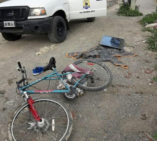 Barrio Evita: fue sorprendido cuando llevaba un televisor en una bicicleta