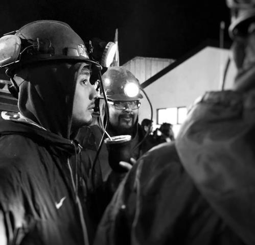 Emotivo video de los mineros en vigilia