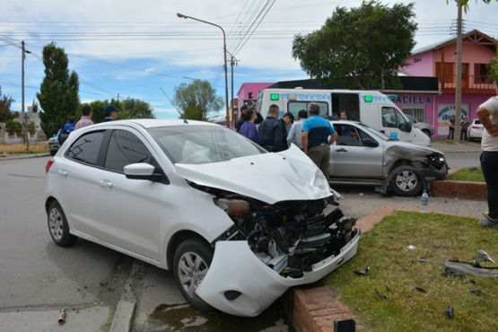 Fuerte colisión en Yrigoyen y Entre Ríos