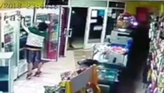 Escrachan a dos jóvenes que habrían robado tres vinos