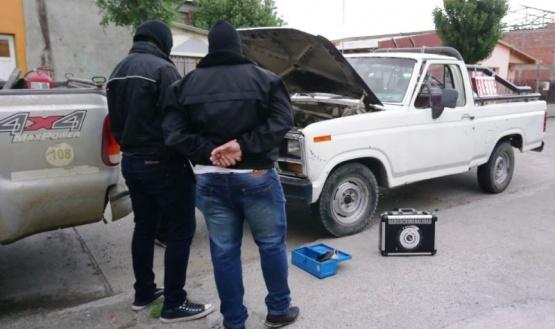 Secuestran camioneta por tener patente de otro vehículo