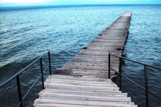 Un joven se tiró al Lago Buenos Aires para refrescarse y murió