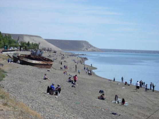 Puerto Santa Cruz a la expectativa de llegar a los 300 pescadores