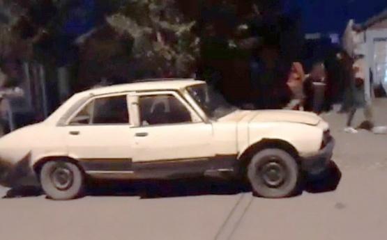 Detuvieron a dos sujetos por robar las ruedas de una camioneta