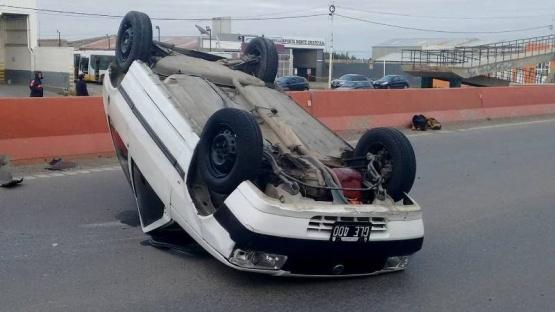 Alcoholemia positiva le dio al conductor del Fiat Uno que volcó