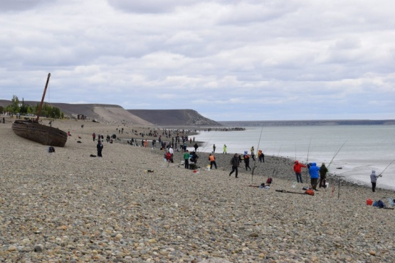 El segundo día de la fiesta del róbalo tuvo 385 pescadores
