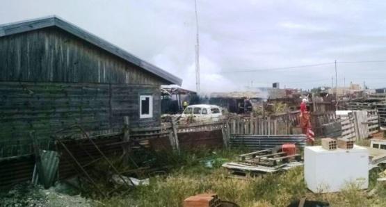 Se prendió fuego un colectivo que sería utilizado como hogar