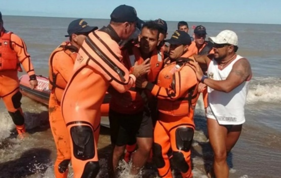 Rescataron a un kayakista que estuvo navegando a la deriva