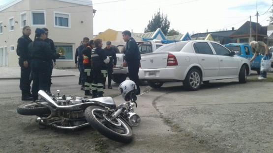 Motociclista hospitalizado tras fuerte choque