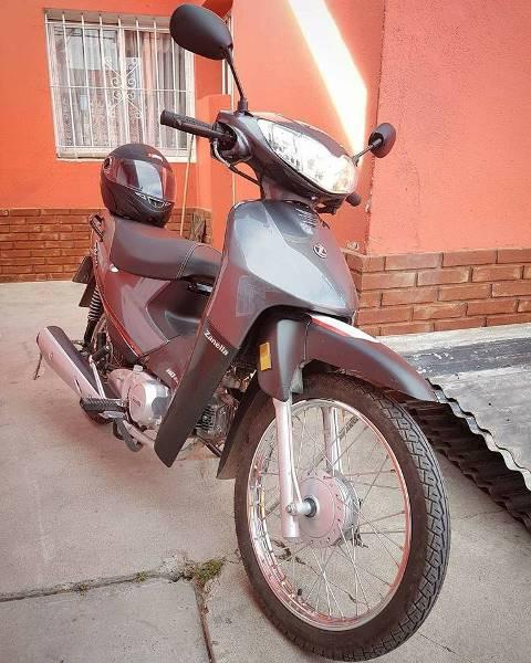 Se metieron al patio y le robaron la moto