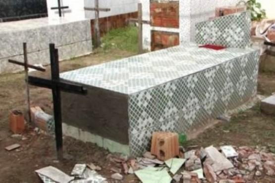 La enterraron viva y murió tras 11 días intentando salir del ataúd