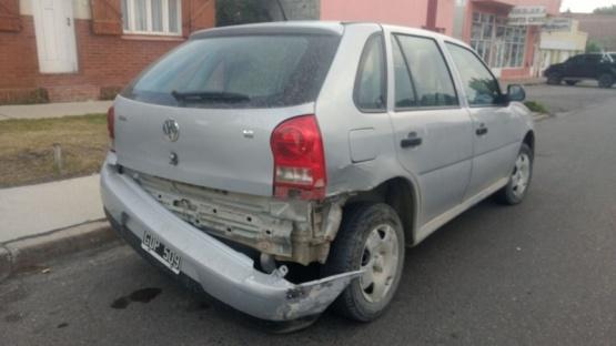 Así quedó la parte trasera de uno de los autos.(C.G)