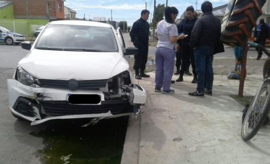 Secuestran automóvil y un menor fue hospitalizado tras fuerte choque