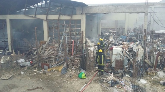 Un incendio afectó gravemente un galpón