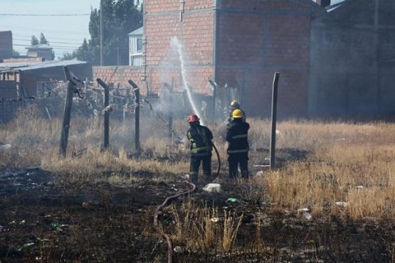 Incendio en pastizal fue controlado por Bomberos