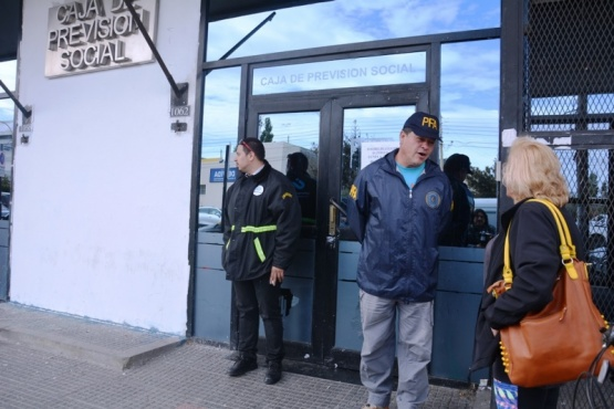 Policía Federal allana la Caja de Previsión Social