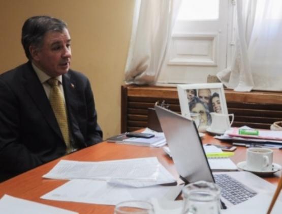 El cónsul aclaró que en Chile se atiende gratis por emergencia