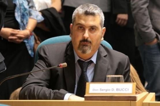 Bucci sostuvo que se debe dialogar y no solo criticar para ayudar al Gobierno