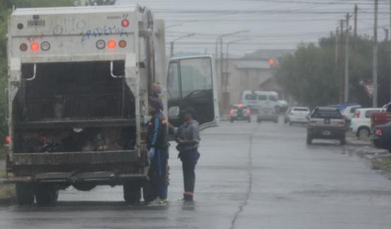 Ya empezaron a transitar los camiones. (C.G)