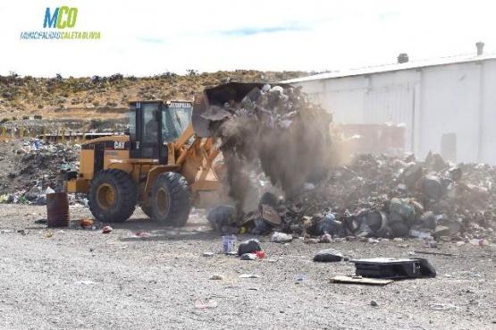 Empresas privadas realizan acondicionamiento del basural de Caleta Olivia