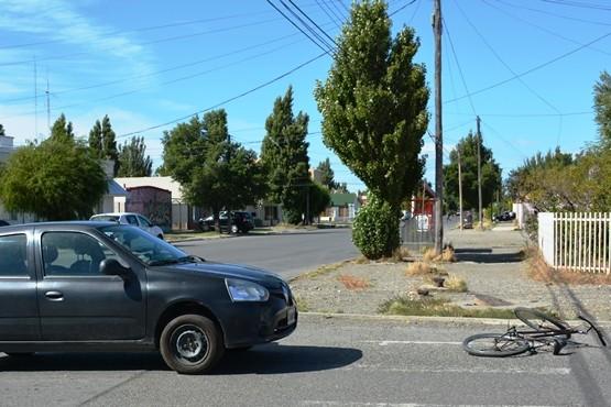 Iba en bicicleta y fue atropellada por un auto