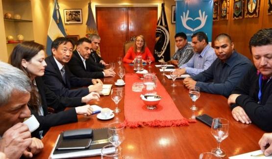 """""""Tensa"""" reunión entre el Gobierno provincial, Sinopec y los gremios"""