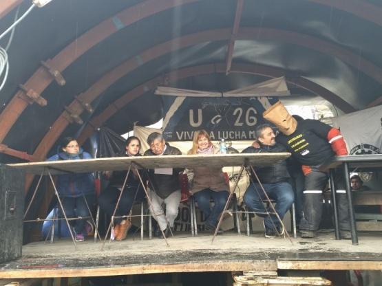 En la Cuenca, parodiando al encapuchado.
