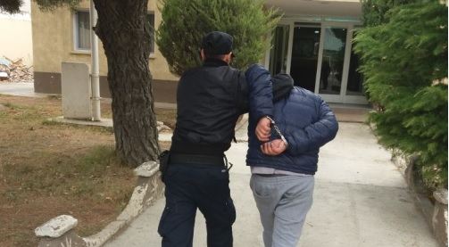 Dos sujetos ingresaron a una casa, golpearon al dueño y robaron un celular