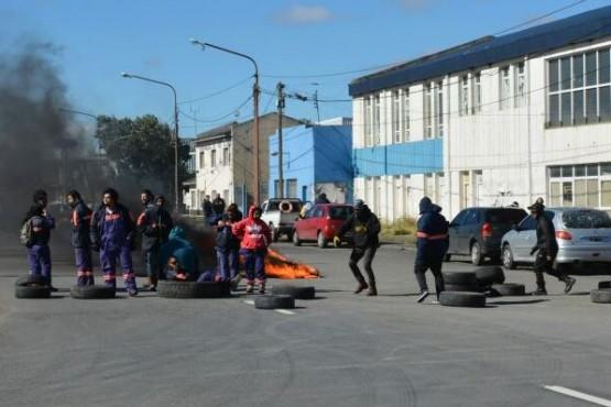 Municipales cortaron la Autovía 17 de Octubre