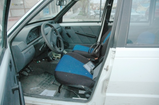 Un joven fue detenido por robar el estéreo del auto de un policía