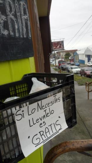 Panadero de Punta Arenas regala pan a quien lo necesite