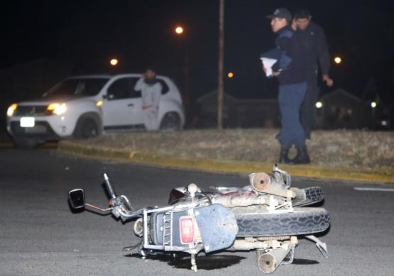 Menor chocó contra un vehículo y le secuestraron la moto