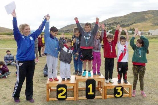 Silvana y algunos de los pequeños que participaron.