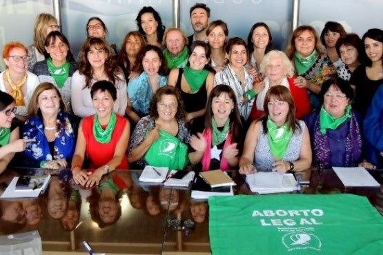 Diputadas y militantes por el aborto legal acordaron marchar el martes al Congreso. (Parlamentario)