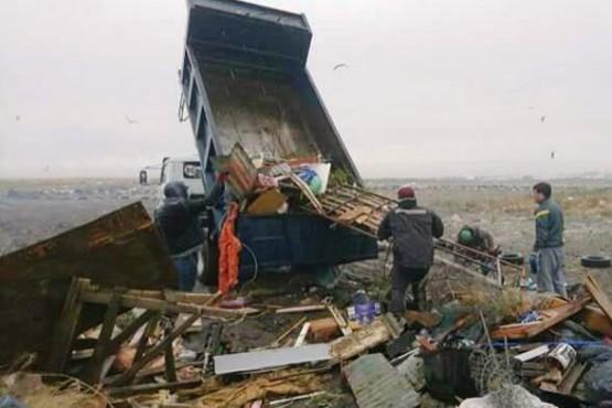 Trabajos de recolección de escombros en el barrio Juan Pablo II
