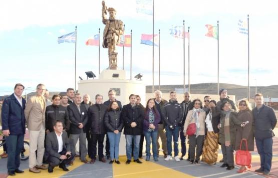 """Inauguró la plaza """"Hernando de Magallanes"""""""