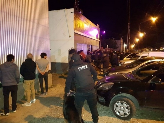 Jóvenes repudiaron al accionar policial en bar show