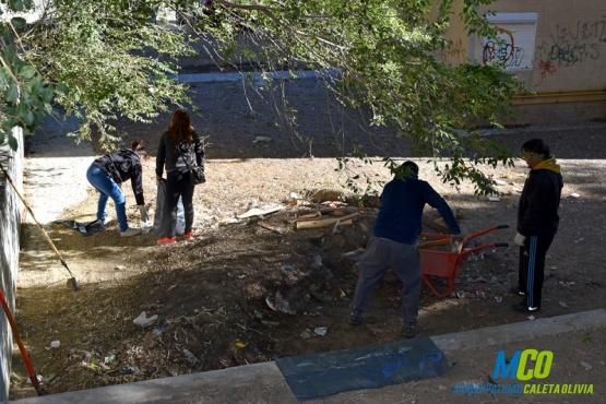 Nuevo operativo de limpieza en barrios de Caleta Olivia