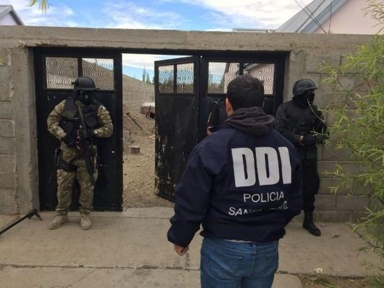 """Secuestran """"tumberas"""", marihuana y otros elementos en allanamientos simultáneos"""