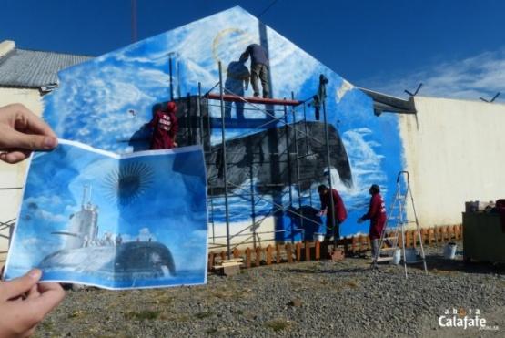 Presos pintan mural en homenaje al ARA San Juan