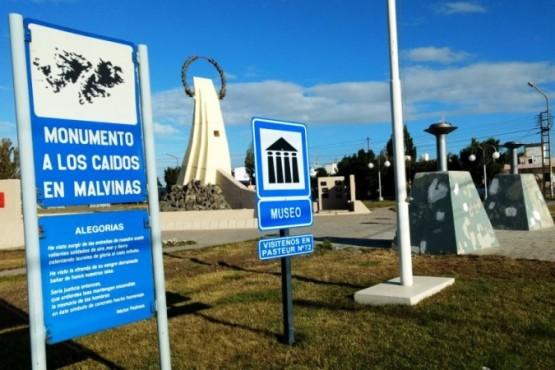 La Carpa Malvinera será emplazada en el Monumento a los Caídos en Malvinas, de Avenida San Martín entre Beccar y Los Inmigrantes. (C. R)
